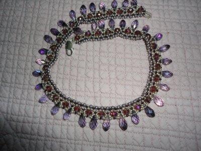 un autre cadeau de ma jumelle de perles Martine, le collier ROYAL de RUBIS63, merci à toi, je l'adoreil est dans mes couleurs préférées...