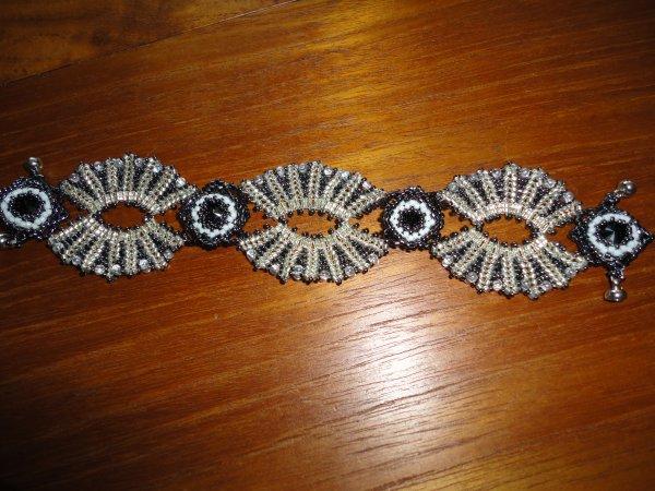 un nouveau bracelet réalisé en présence de sa créatrice ALEXARGAI, le soleïado, lors d'une réunion de perles au PRADET(83) le 15 avril...