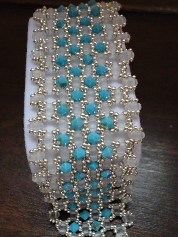 je continue ma période bleue, avec deux créations de PENCIO, le TWINTO....en turquoise, argent et blanc....