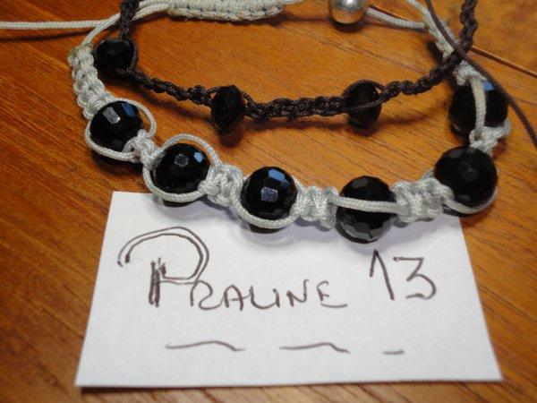 deux bracelets SHAMBALA, le marron pour mon mari et le gris pour moi...très facile et agréable à faire...d'autres viendront...