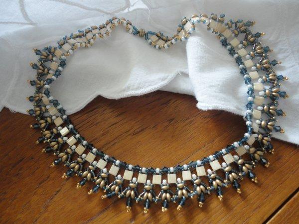 Il porte bien son nom le collier REVE, un vrai plaisir à réaliser...je rentre dans ma période bleue...merci à sa créatrice Isabella LAM...