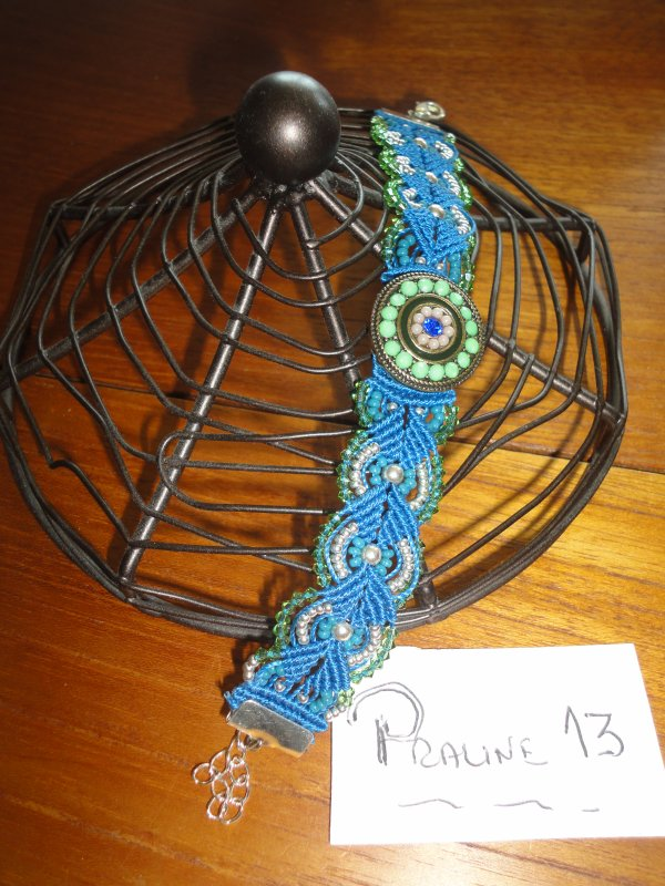 ma jumelle perle MARTINE, m'a fait un superbe cadeau...un bracelet en macramé de HAPPYLAND....le FLOGLIE...merci je l'adore....