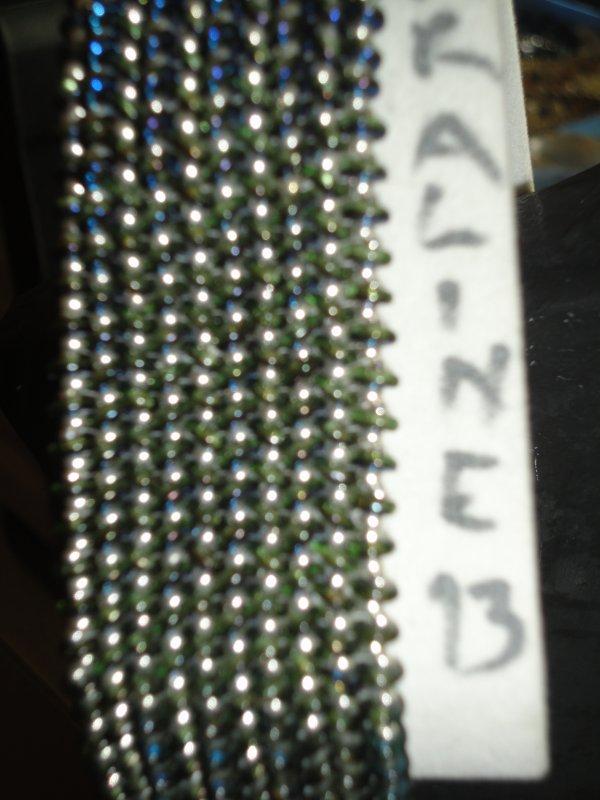 un bracelet fini ce matin de Manek Manek le O HERRINGBONE CUFF avec des nouvelles perles le Obeads