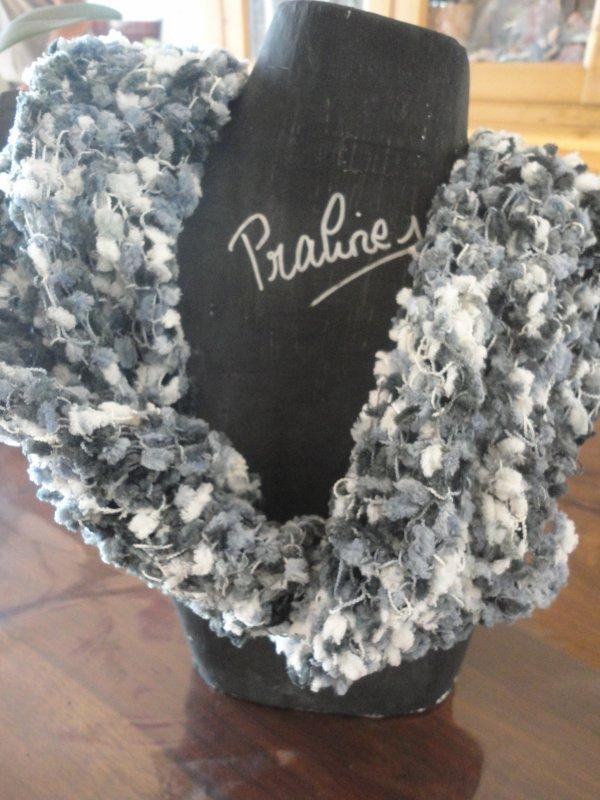 je ne fais pas que des bijoux...je fais aussi du tricot...un col écharpe...cela faisait quelques années que je n'avais plus tricoté....