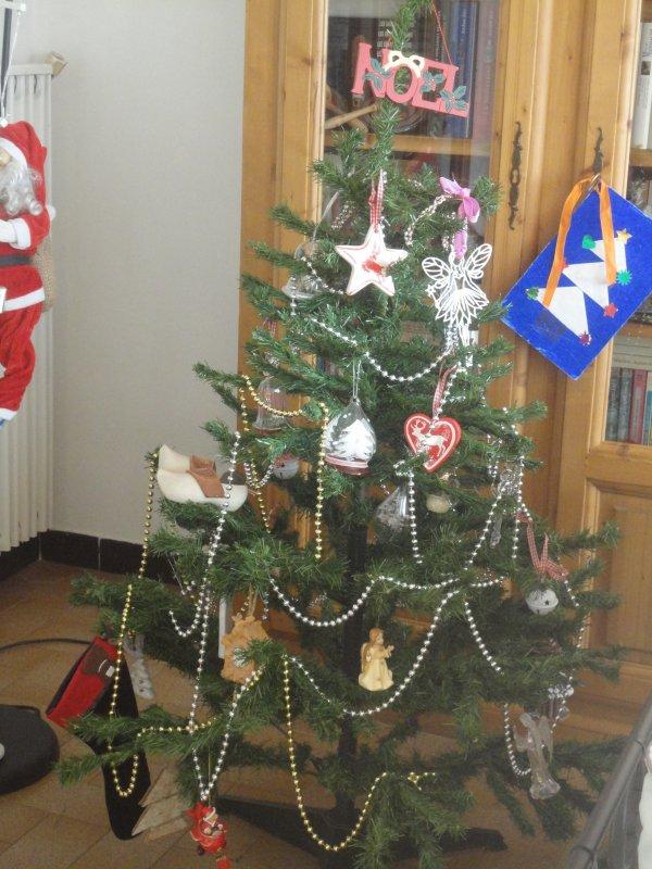 Je vous souhaite de passer de très bonnes fêtes de Noël...j'ai fait le sapin ainsi que la crèche...voici les photos