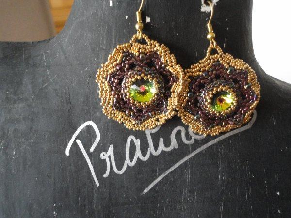 J'ai du retard dans mes photos...voici deux paires de boucles d'oreilles...la première cadeau de ma jumelle perles...et la deuxième une réalisation d'une perleuse hongroise....
