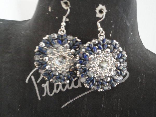 Une paire de boucles d'oreilles offertes pour l'anniversaire d'une amie, merci à sa créatrice Margherita Fusco AURORA EARRINGS