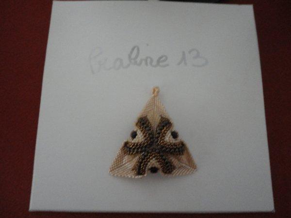 un pendentif , dans mes couleurs favoritent, reçu en cadeau...merci beaucoup Renée....