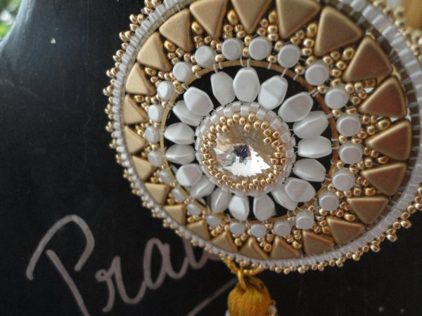 Magnifique création de PUCA, que j'ai reçu en cadeau, de ma jumelle perle, le pendentif Jian