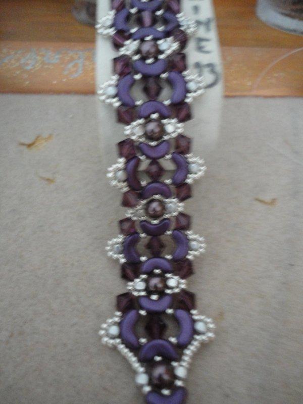 un bracelet réalisé il y a quelques semaines..merci à sa créatrice italienne Bead By Bead...réalisé en argent et violet. j'avais envie de ces couleurs