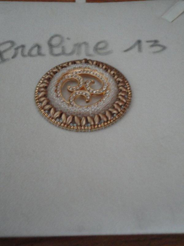 j'ai acheté des plaques à la boutique LES PERLES DE PALINE, la voici monté sur un schéma de Vinjulève le Sabi