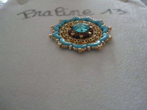 je vous présente mon jocker un pendentif de Puca, avec une magnifique plaque ajourée de chez Paline.....