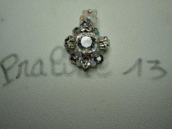 C'est la période des anniversaires. Encore un cadeau pour une autre amie. Au départ c'était une bague, puis un collier, et enfin un pendentif nommé LÉA. Je ne me rappelle plus le nom de la créatrice....