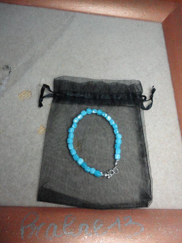 J'ai fait aussi quelques réparations, en remontant certains colliers et bracelets...