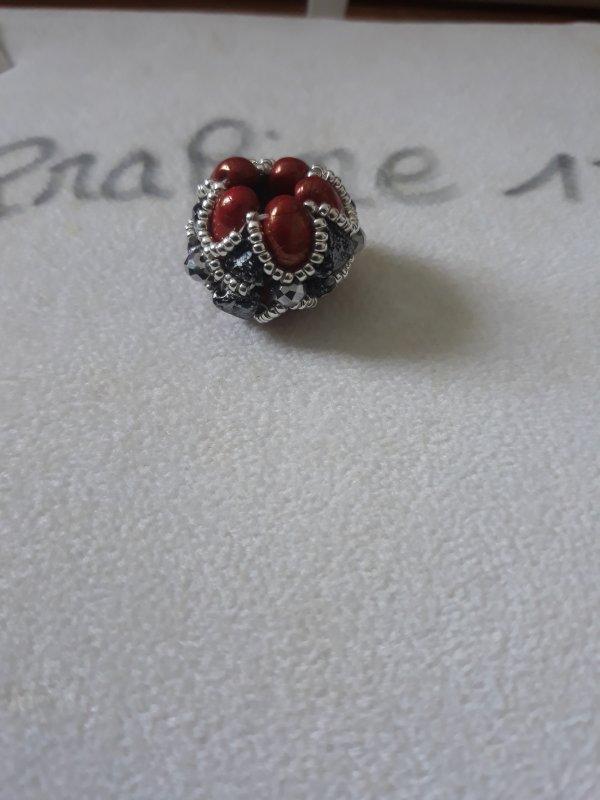 Trois créations de PUCA, dont le boule perlée AURE et le pendentif ROMEO ont été offerts, et j'ai gardé le deuxième pendentif JE T'AIME....Merci à sa créatrice