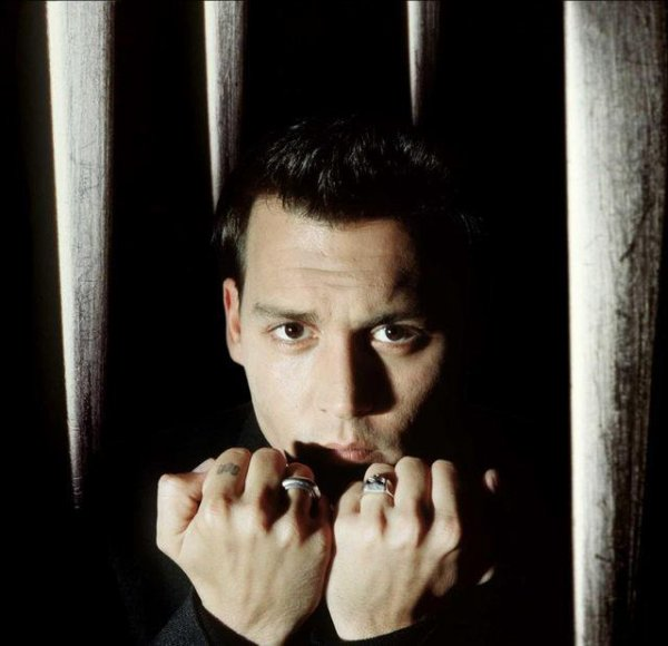 x Nous sommes juste tous différents.Johnny Depp
