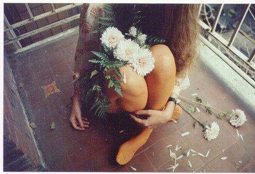Être triste, sans savoir pourquoi... Croire ne pas méritée d'être heureuse...