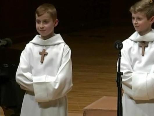 Les Petits Chanteurs à la Croix de Bois -  2 petits chanteurs en concert