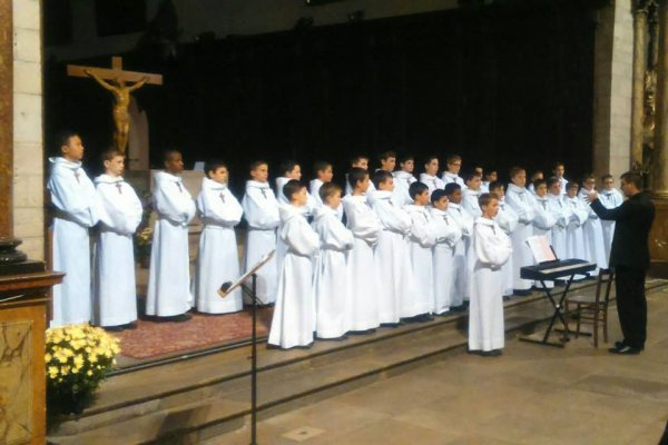 Les Petits Chanteurs à la Croix de Bois - Lons le Saunier - Novembre 2015 - Chef de Choeur: Monsieur Vincent Carron - Choeur à Voix égales