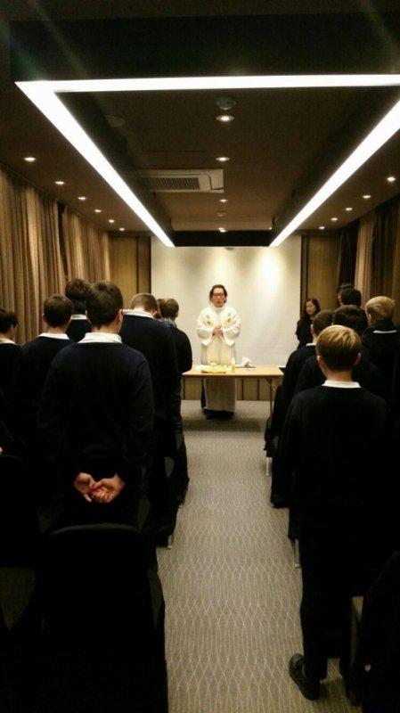 Les Petits Chanteurs à la Croix de Bois - Une tournée en Corée auréolée de prières sous l'oeil bienveillant de notre séminariste venu avec nous