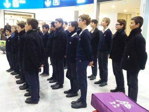 Les petits Chanteurs à La croix de Bois -  Paris Aéroport - Charles de Gaulle (CDG) - Le Ch½ur à Voix Égales est rentré ce vendredi matin de Chine! Bon retour en France!  décembre  2016