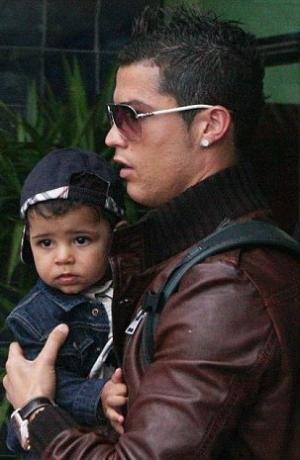 (l)(l)Cristiano et son fils(l)(l)
