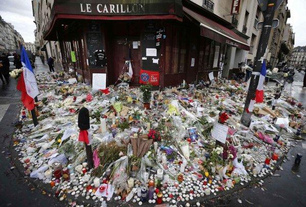 Paris est rouge sang