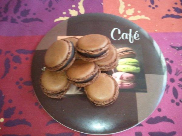 MACARONS AU CHOCOLATS