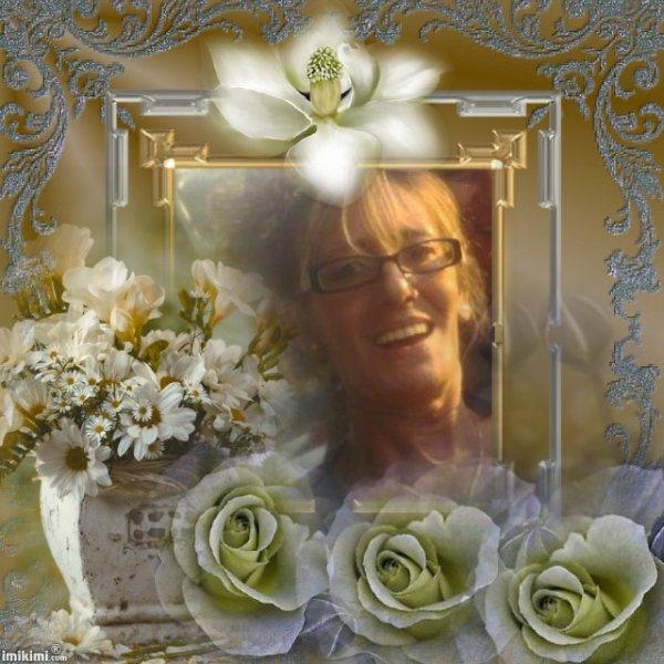 CADEAU POUR TOI MA CHERE AMIE MARY ON ESPERANT QU'IL TE PLAIRA PORTE TOI BIEN ET PASSE UN EXCELLENT WEEK END GROS BISOUS YOUR FRIEND KIMO