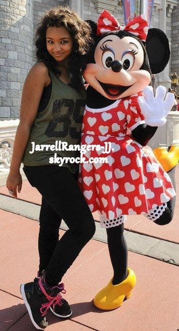 Flashback : Jessica à Disneyland.
