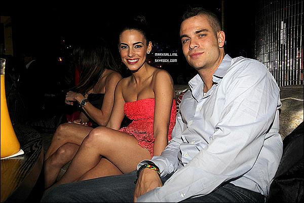 26 février 2011 ~ Mark était à la soirée « Award Weekend Bash » organisée par Rolling Stone.Notre beau gosse n'était pas tout seul ce soir mais en charmante compagnie, avec la belle Jessica Lowndes (90210).
