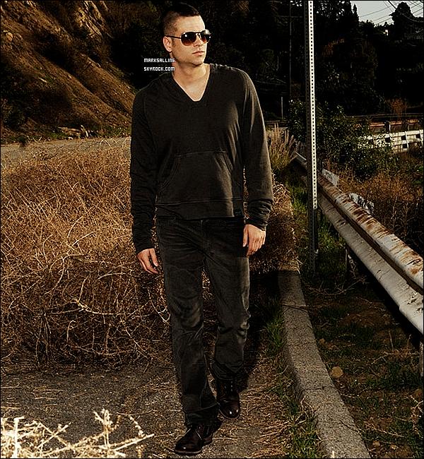 Mark apparaît dans la revue « Remix » avec un tout nouveau shooting fait pour cette occasion. Tu aimes ?