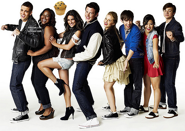 Le phénomène Glee est plutôt un succès en France, oui nous ponvons le confirmer !     La grande chaine française M6 diffusait le mardi 29 mars dernier les épisodes 1,2 et 3 de la saison 1 de Glee. Et les résultats d'audience sont plutôt bons pour un début, avec plus de 950 000 téléspectateurs en moyenne, soit une part d'audience de 12,3 %, Glee se classer donc juste dernière les Experts de TF1. Un score dont la chaîne se félicite. Chez les moins de 35 ans, la chaine est leader avec une part de 27,9% suivis des moins de 50 ans avec un taux de 19,1%. Ce qui est plutôt bon car je vous le rapelle les épisodes ont était diffusait jusqu'a 1h30 du matin.    Le lendemain, W9 rediffuser les trois premiers épisodes de la série, diffusait la veille sur M6. Et les résultats sont de nouveau très bons, puisque le nombre de téléspectateurs est quasi équivalent à ceux de M6. A 20h40, W9 reprenait en diffusant les épisodes 4,5 et 6. C'est ainsi que 900 000 téléspectateurs en moyenne étaient devant leurs écrans ce soir la, soit une part d'audience de 3,9%. Alors satisfait que la série est aussi un succès en France ?