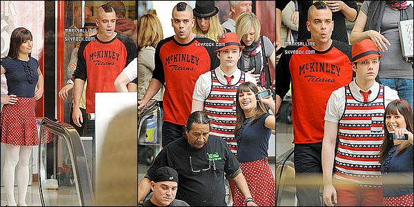 29 mars 2011 ~ Mark et ses co-stars sur le tournage de GLEE au centre commercial « Eagle Rock Plaza »Mais que vois-je ? Puck et Finn menotté ? La suite des épisodes nous réserve surement pleins de surprises . . . on a hates . . . . !