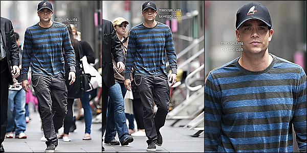 26 avril 2011 ~ Mark, Chord et Dianna dans les rues de NY. Apparement ils se sont rendu à une banque.