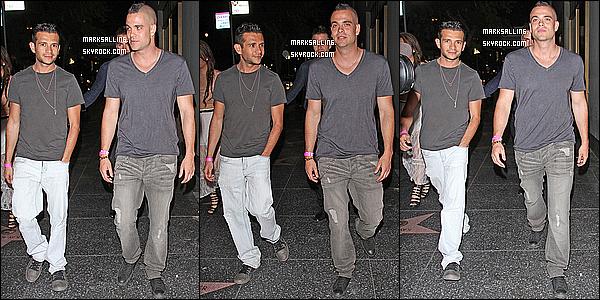 08 mai 2011 ~ Mark à la sortie d'un concert qui ce dérouler à Los Angeles. Les pap'z étaient au rdv.