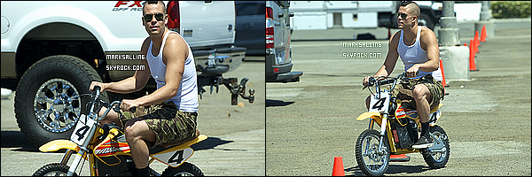 11 mai 2011 ~ Mark et son ami/co-star Chord Overstreet avec leur mini motos sur le set de Glee. LIKE !