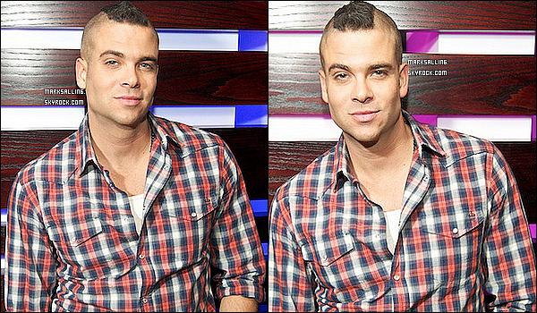 03 juin 2011 ~ Mark entourer de femmes et aussi d'hommes d'ailleurs à la soirée Hot 100 week.