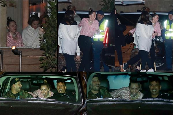 20.02.2019 :Miley Cyrus a été aperçue avec des amis après avoir dîné au Soho House qui est situé à Malibu   Une nouvelle sortie de Miley même si malheureusement les photos sont de mauvaise qualité ! Miley a l'air de s'amuser