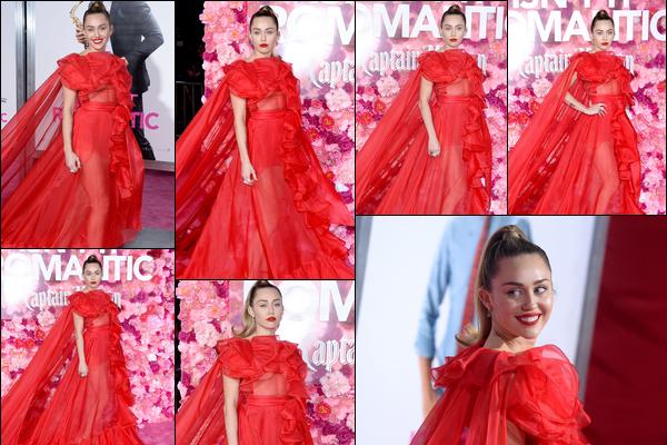 11.02.2019 : Miley Cyrus était à la première du film de Liam Hemsworth « Isn't It Romantic »à Los Angeles. Miley C. était vraiment sublime dans sa longue robe rouge pour la première du film de son mari Liam H. et son make up est magnifique