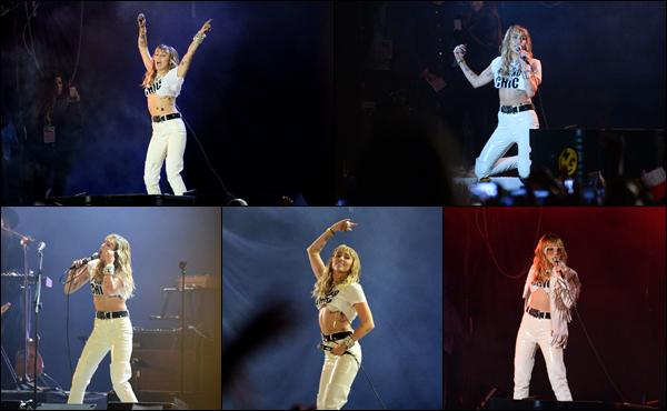 01.06.2019 :  Miley Cyrus lors de sa tournée a donné un concert dans la ville de Varsovie située en Pologne   C'est toute vêtue de blanc que Miley Cyrus a performé et a donné un concert dans la capitale polonaise un top  !