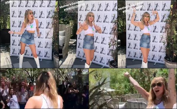31.05.2019 :  Miley Cyrus était présente pour le lancement de son album « She is coming » situé à Barcelone   Miley Cyrus fait la promotion de son nouvel album en Espagne , Miley est musicalement de retour ça fait plaisir , un top!