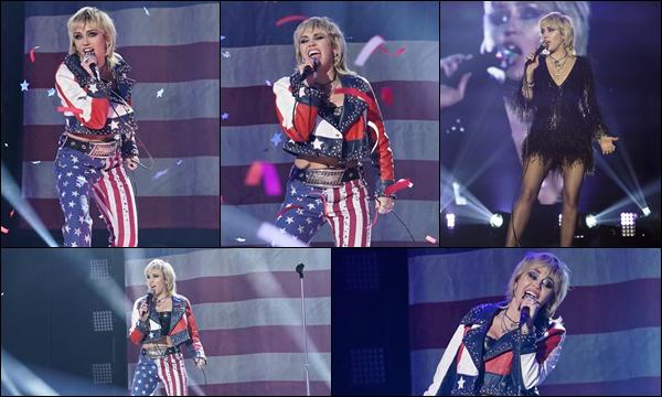 31.12.2020 :  Miley Ray Cyrus à performé aux « Dick Clark's New Year's Rockin' Eve» situé dans New York Miley était en concert pour ce dernier jour de l'année 2020 avec deux tenues différentes ! J'aime beaucoup ses tenues