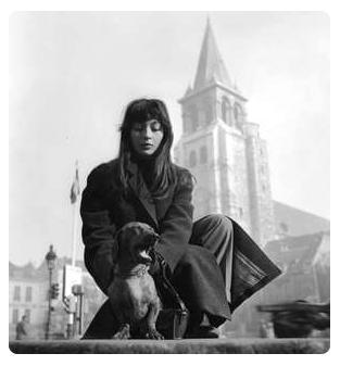 """Juliette Gréco chante """"Je hais les dimanches""""   paroles de Charles Aznavour"""