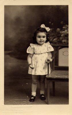Ma grande soeur Nicole, c'est elle ! .....en 1942 (elle avait 2 ans !)
