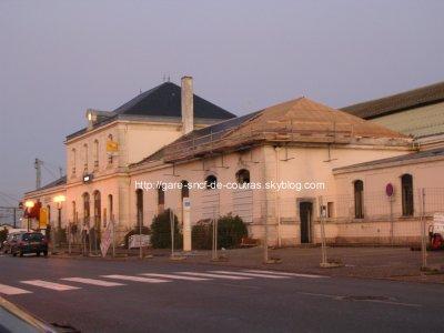 Photo montrant le résulatats des réparations de la gare suite à l'incendie criminel du 13 mai 2008