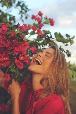 Pourquoi réfléchir quand on est heureux ? Penser rend triste, c'est la vie qui doit l'emporter.