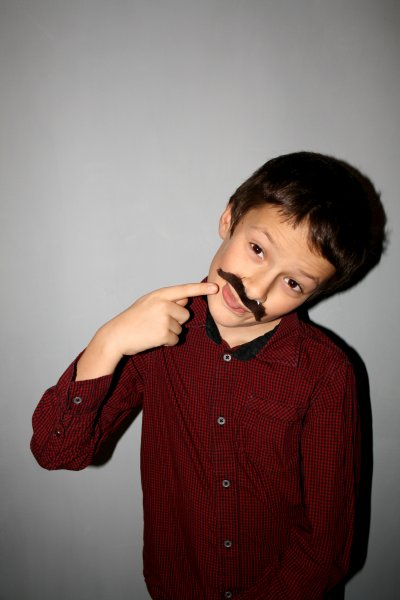 Vas-y mets ta moustache !