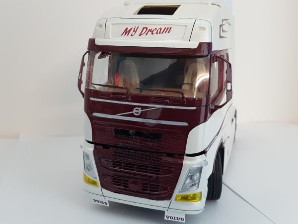 Volvo FH4 1/24 Par DAMIEN suite