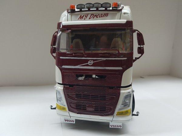 Volvo FH4 1/24 Par DAMIEN suite et fin
